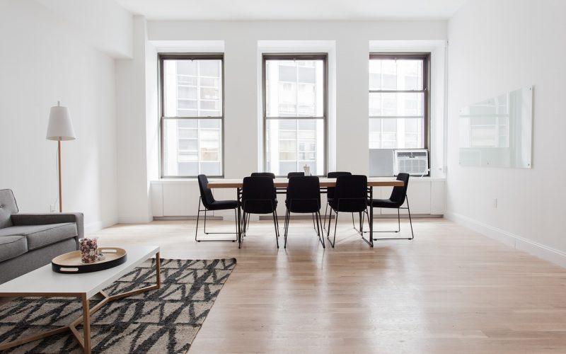 wnętrze stolik z krzesłami